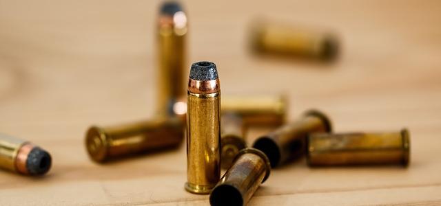 Каква е разликата между патрон и куршум?
